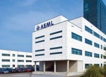 Kijk bij ASML naar de lange termijn