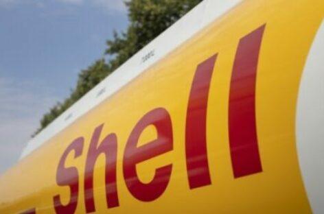 Olietanker Shell stuurt bij